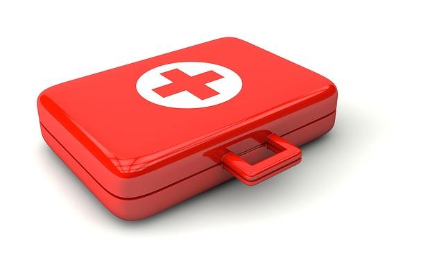 Une mallette de soins pour les premiers secours.